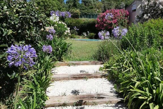 <i>Escaliers fleuri</i>