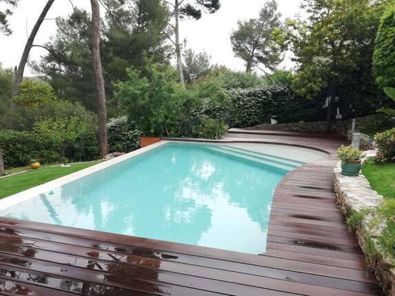 <i>Aménagement terasse piscine</i>