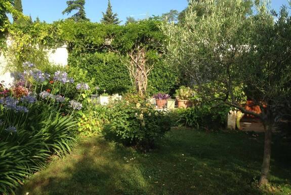 <i>Entretien jardin</i>