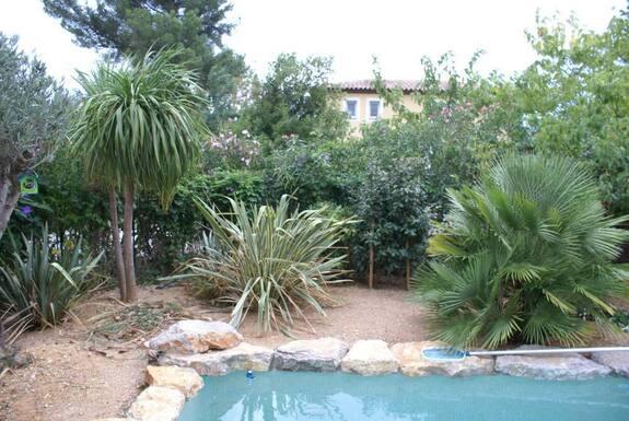 <i>Avant terrain piscine</i>