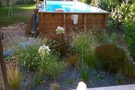 <i>Vue piscine création jardin</i>