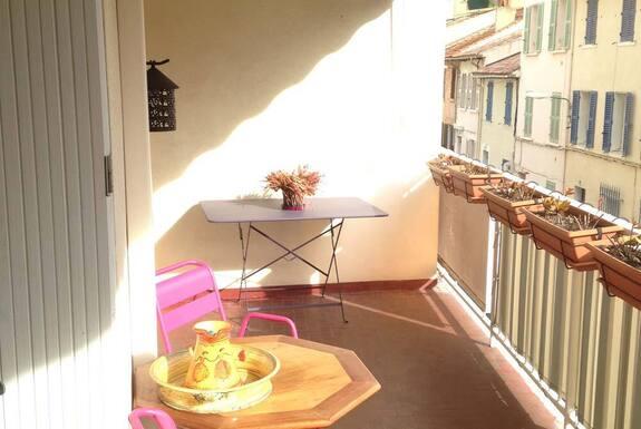 <i>Avant balcon</i>